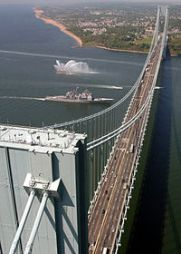 USS_Leyte_Gulf_(CG_55)_under_the_Verrazano_Narrows_Bridge